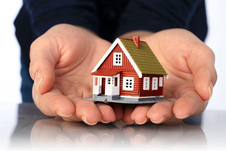 La casa donata torna al padre se il figlio non presta assistenza